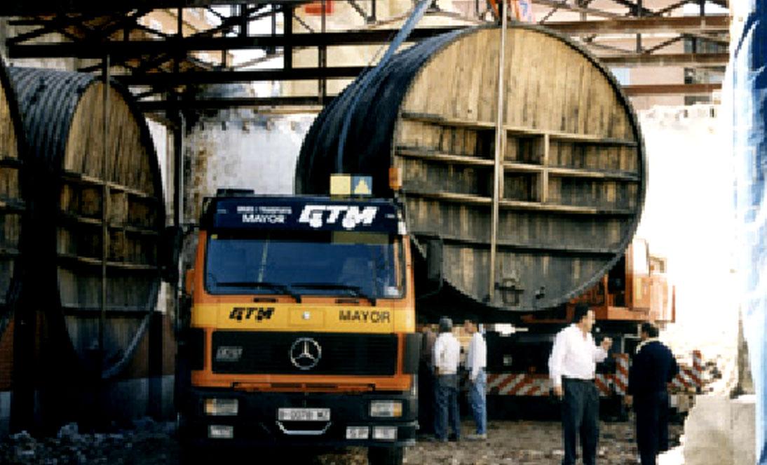Traslado de barricas centenarias de 55000l. de capacidadTraslado de barricas centenarias de 55000l. de capacidad1
